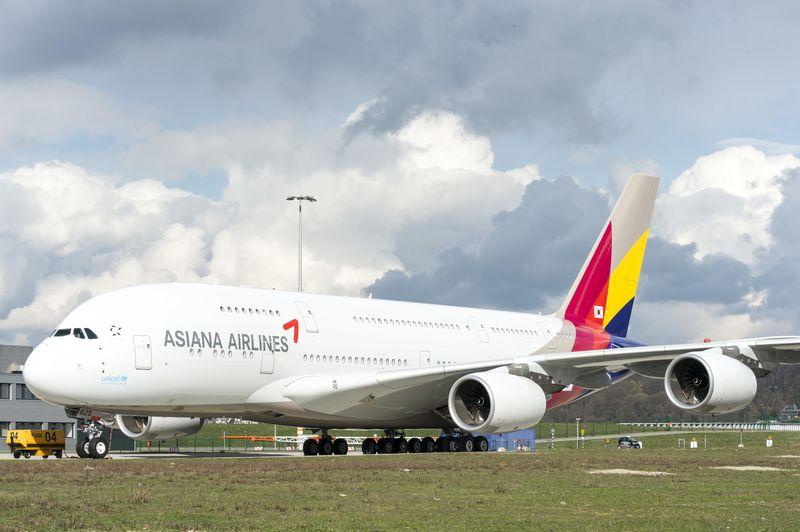 Asiana A380 rolls out of paintshop