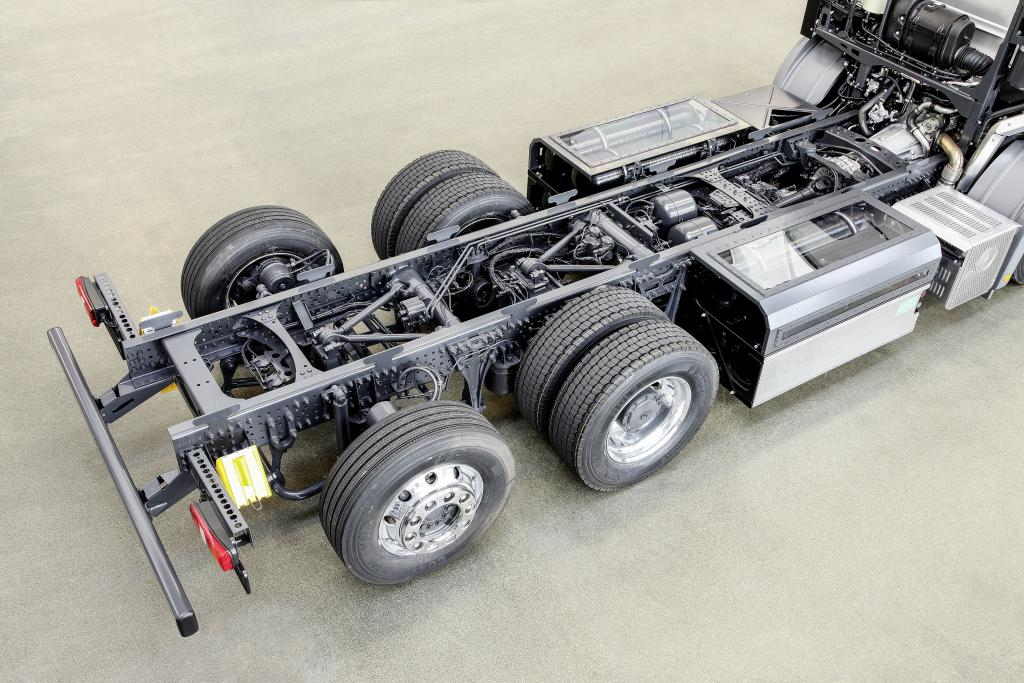 World Premiere – Mercedes-Benz M 936 G Natural-gas Engine In Econic NGT