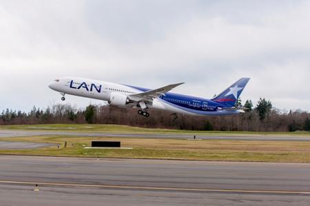 LATAM Airlines 787-9 Dreamliner