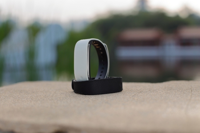 EmoBridge Unveils the World's First Smart Wristband –  Sensmi