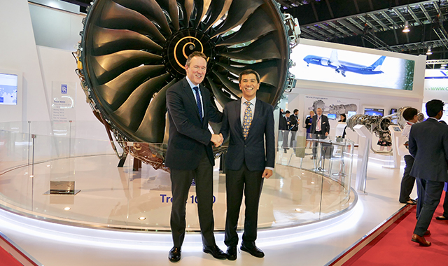 Rolls-Royce and Singapore Airlines sign Trent 1000 and Trent 700 contracts