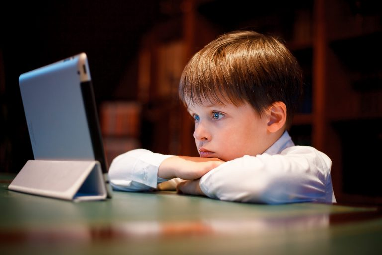 Tips to Monitor Your Kids' Usage of Electronic Gadgets
