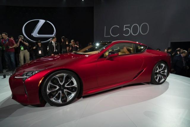 Lexus dazzles